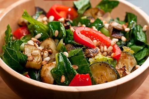 4 Рецепти салатів з куркою і кабачками