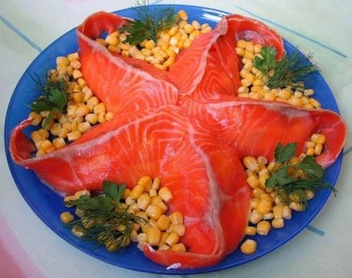 6 Святкових салатів з червоною рибою: збираємо та оформляємо морську зірку