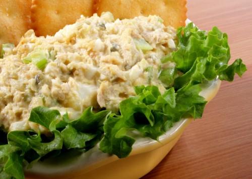 9 салатів зі шпротами