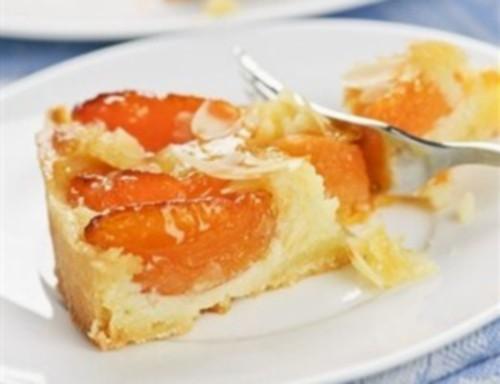 Абрикосовий пиріг по-німецьки «штройзелем»