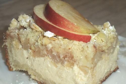 Ароматний пиріг з яблуками і сиром