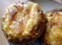 Бублики, фаршировані м'ясом і овочами, на сніданок