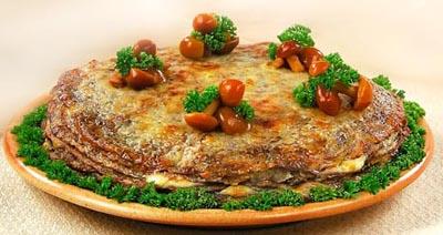 Млинцевий торт з грибами та копченої корейкою