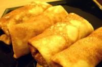 Млинці з сиром і яблуками в карамелі