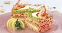 Бутербродний торт з ікрою і креветками