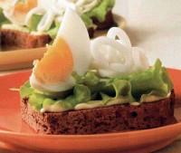 Бутерброди з яйцями і кальмарами