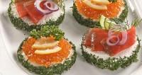 Бутерброди з лососем та ікрою