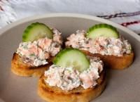 Бутерброди з лососем, сиром і огірком «Кростіні»