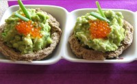 Бутерброди з салатом з авокадо і яєць