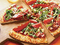 Швидка піца з яловичиною, огірками та яблуками