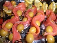 Швидка закуска з рибою і оливками