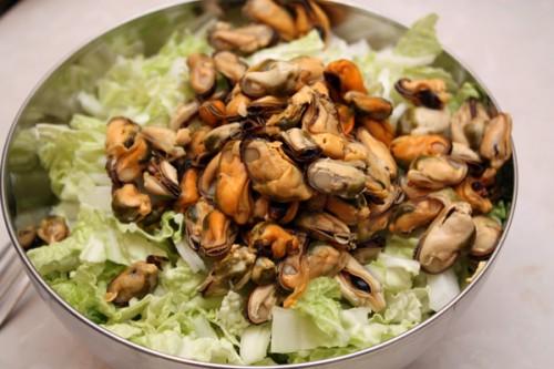 Швидкий новорічний салат з мідіями
