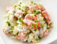 Швидкий салат з сьомгою
