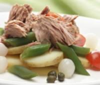 Швидкий салат з тунцем, квасолею і картоплею