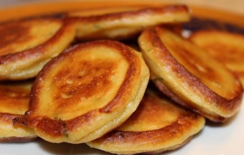 Часниково-картопляні плюшки