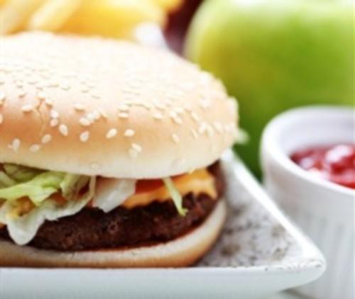Чізбургер зі свининою, кінзою та авокадо