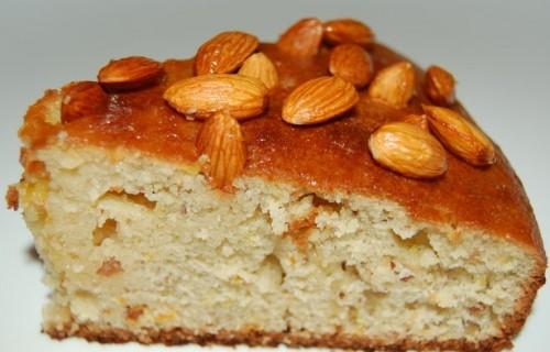 Цитрусово-мигдальний пиріг під медової заливкою