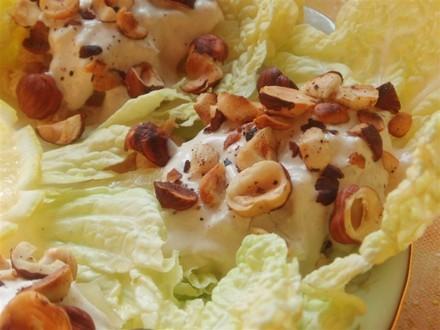 Кольорова капуста, консервована з горіхами