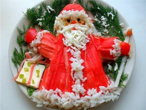 Дід Мороз: новорічні салати у вигляді господаря зими