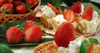 Десерт «Полуничні кошички»