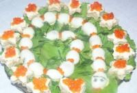 Дитяча святкова закуска з перепелиними яйцями «Змійка»