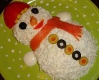 Дитячий новорічний салатик «Сніговик»