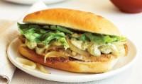 Дієтичні цибулеві бутерброди з бринзою