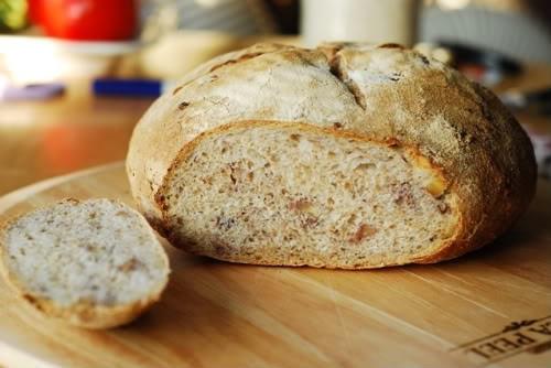 Домашній хліб з волоським горіхом: 4 рецепта корисною випічки