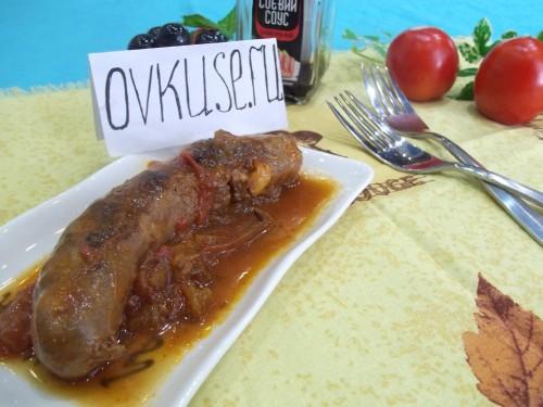Домашня ковбаса в томаті
