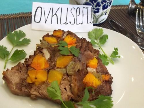 Фаршироване м'ясо овочами запечене в духовці