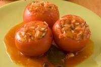 Фаршировані морквою консервовані помідори
