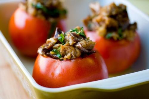 Фаршировані печінкою помідори
