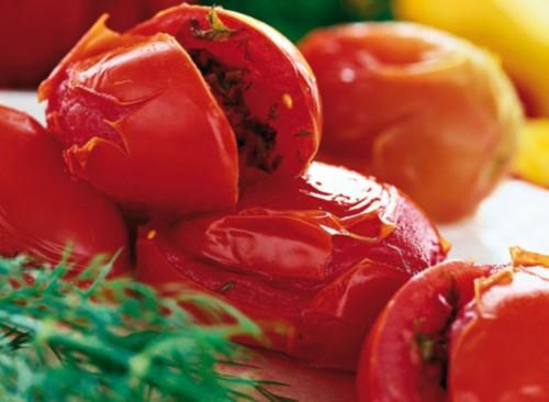 Фаршировані селерою незрілі помідори