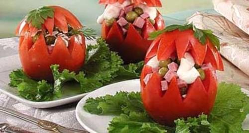 Фаршировані шинкою і горошком помідори