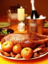 Фото рецепт Новорічного гусака з яблуками і кмином