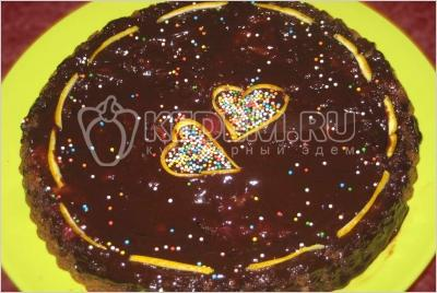 Французький шоколадний торт з фруктами