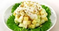 Фруктовий салат з горіхами