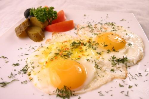 Яєчня по-румунськи