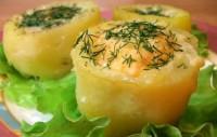 «Гніздечка» з картоплі з яйцем