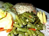Голубці з рисом, шніт-цибулею і яйцями