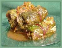 Голубці в бурякових листках з начинкою з рису і зелені