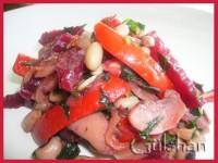 Гарячий квасолевий салат
