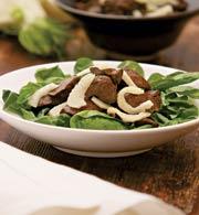Гарячий салат з фенхелем і курячою печінкою