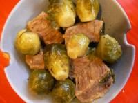 Яловичина дієтична з брюссельською капустою