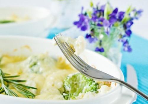 Гратен з кольоровою капустою і брокколі