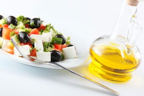 Грецький салат - 4 цікаві варіанти улюбленої закуски