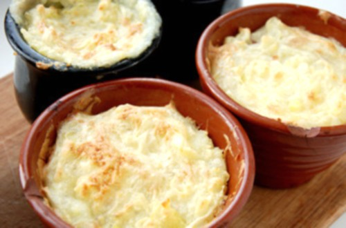 Грибне рагу з яловичиною по-французьки під картопляними кришечками