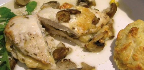 Грудка індички, запечена з сиром і грибами