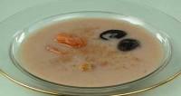 Холодний суп з сухофруктами і хлібом