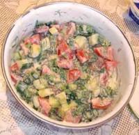 Іспанський салат з помідорів і огірків